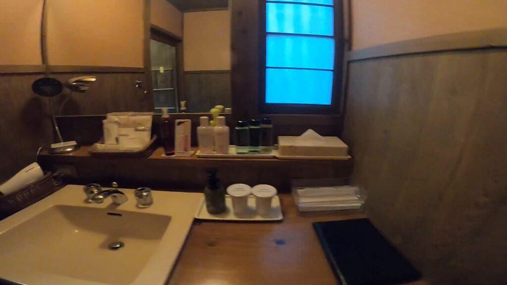 お宿のし湯しおんのお部屋の洗面スペース